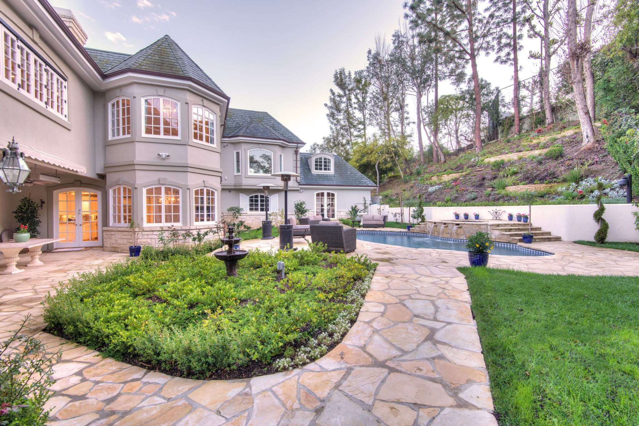 Jackie chan 39 s former beverly hills home is ready for for Www home