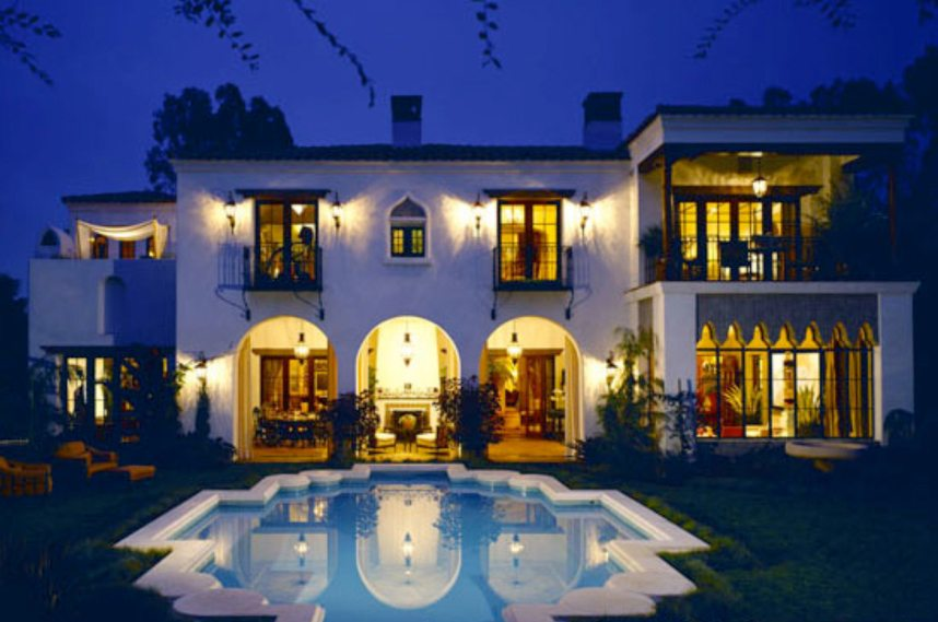 This Richard Landry estate is the epitome of Riviera living.