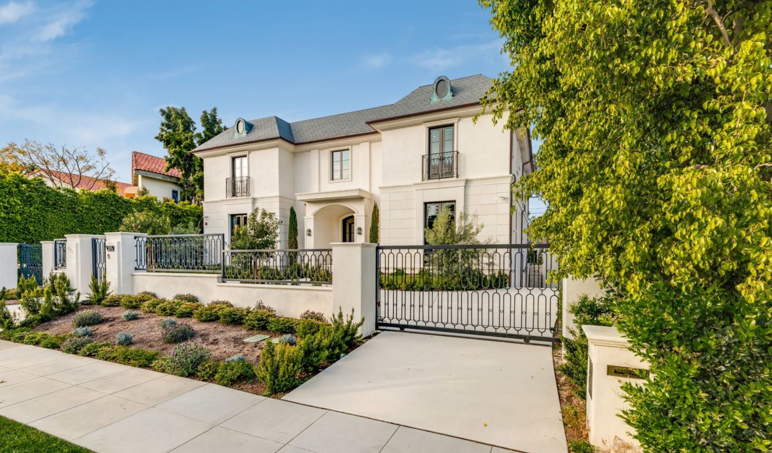 Extraordinary Home Of The Week Beverly Hills Glamour