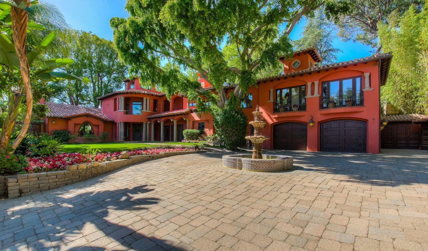 Celebrity Homes | California Home on michael jackson designs, flowers designs, home decor designs, martha stewart designs, photography designs, home improvement designs, beyonce designs, interiors designs, health designs, foreclosure designs, tips designs, real estate designs, design designs, kanye west designs, mansion designs, fashion designs, victoria beckham designs,