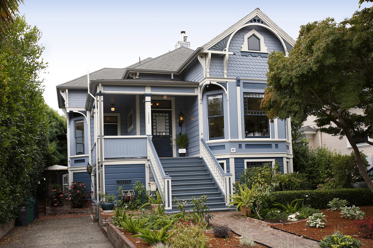 Italianate Victorian Style This Exceptional Santa Cruz Landmark Property Exudes Charm Character And History With Beautiful Wood Work High Ceilings
