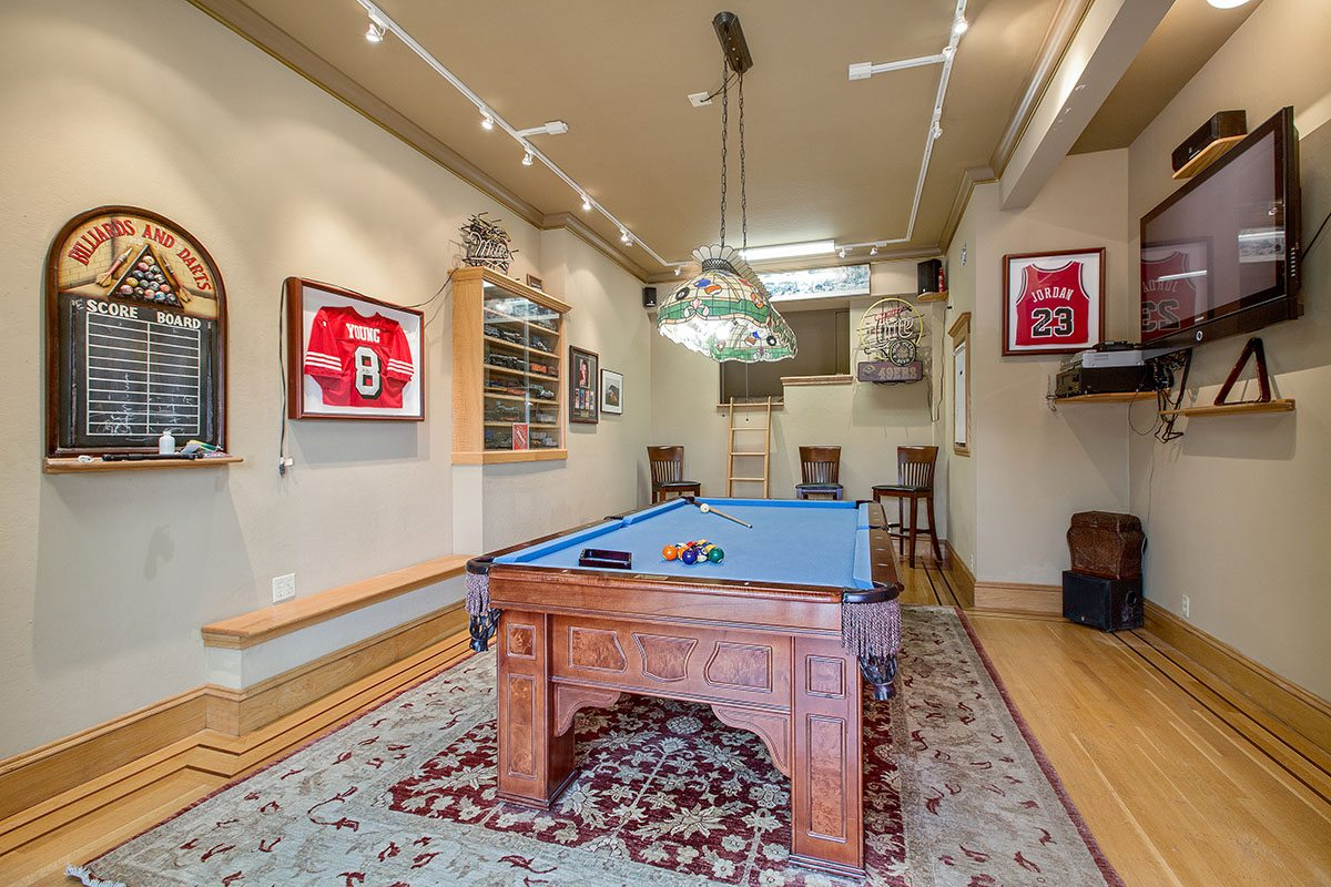49Billiards & Darts Entertainment Room