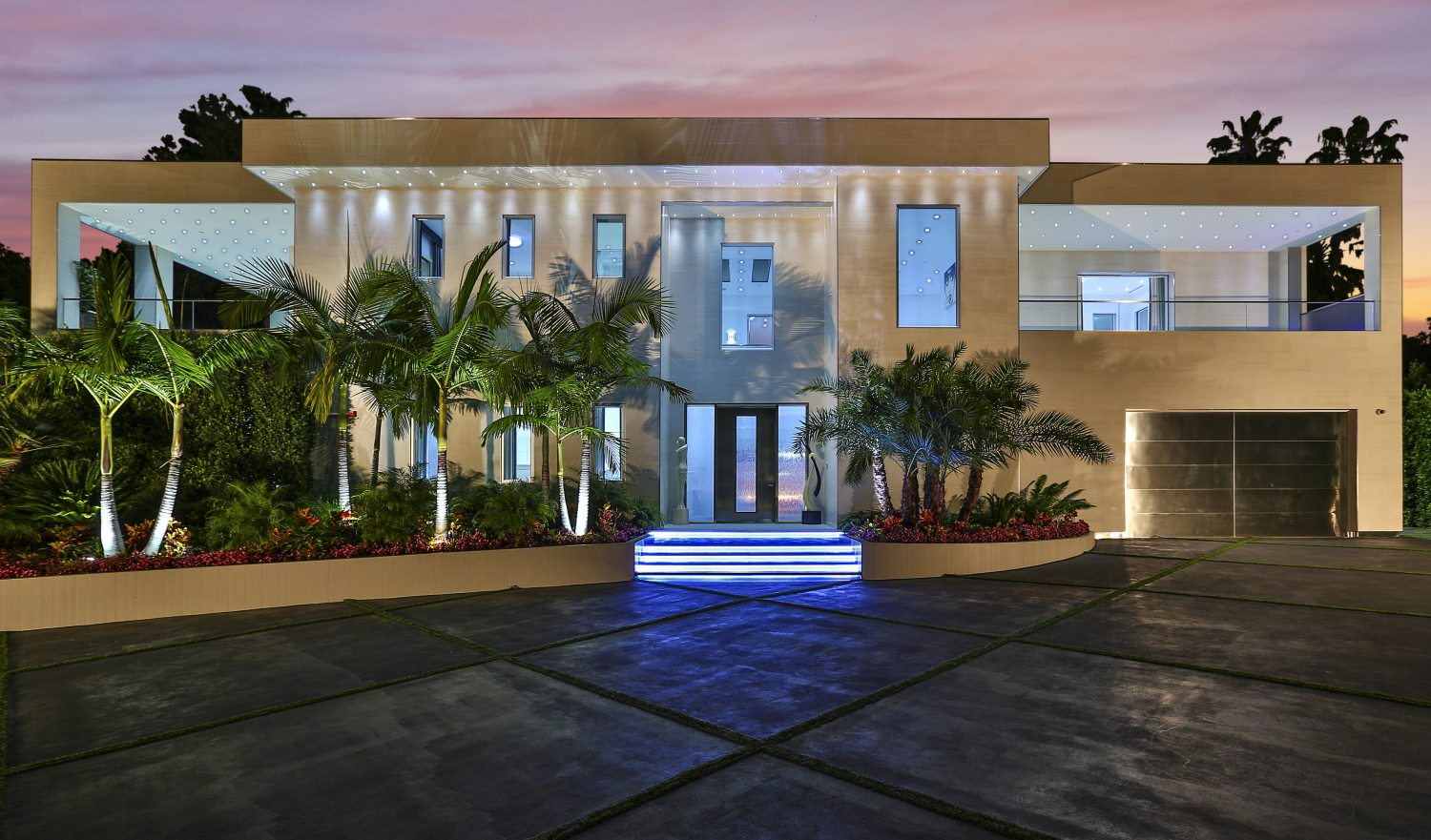 Extraordinary home of the week modern luxury in beverly for Luxury homes in beverly hills ca