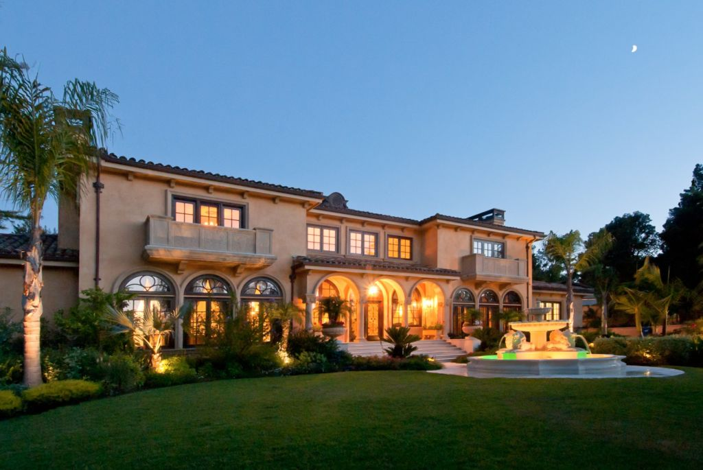 Extraordinary home of the week classic mediterranean in for Classic mediterranean house