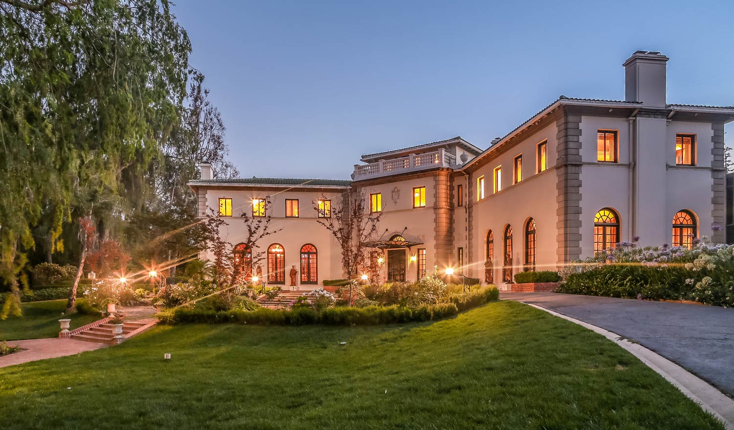 Designed in 1913, this magnificent Italian Palladian villa has been extensively remodeled and maintained. A truly unique property, the home is approx. 9,900 sq.ft and includes a tennis court, swimming pool, and guesthouse. CaliforniaHome.me