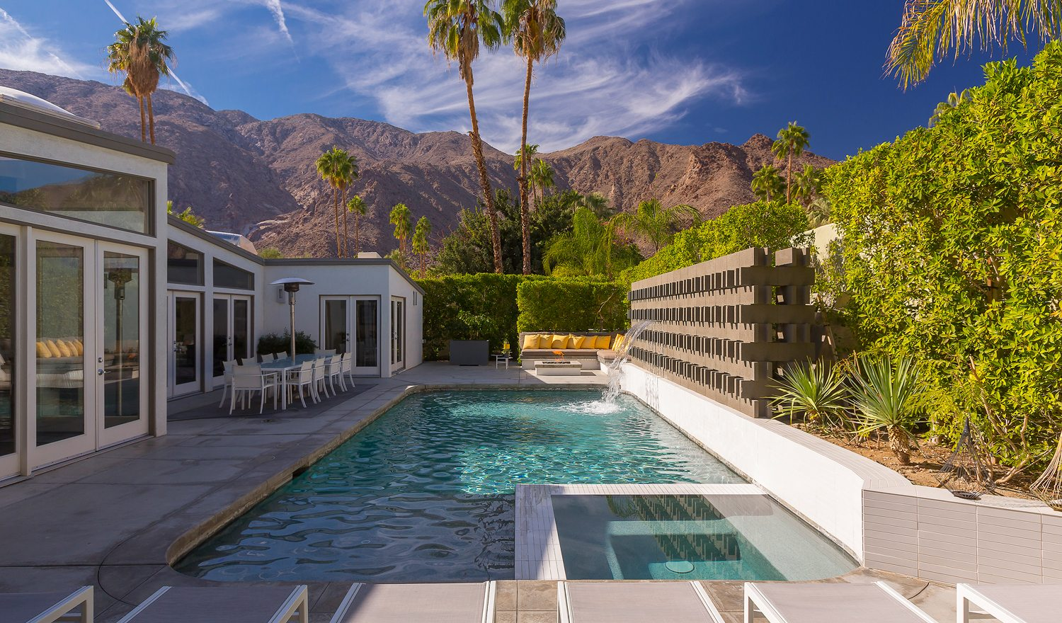 Home of the week mid century modern in palm springs for New modern homes palm springs