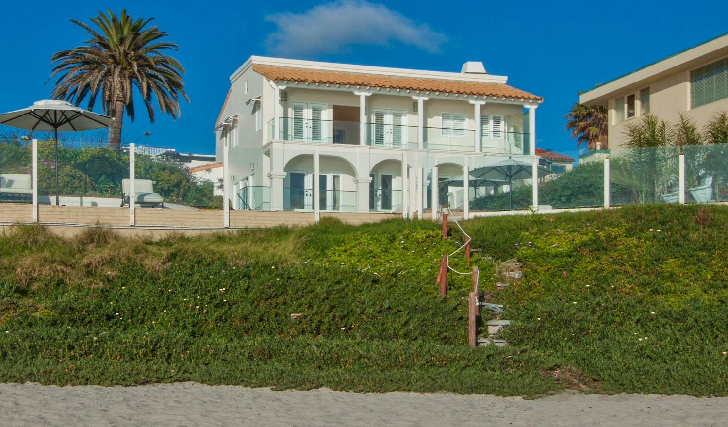 Villa Paradise is a rare find with two legal parcels including a 4,900 sq.ft. (approx.) home plus one legal lot of 29' beach frontage. It is the only property on the market with beach access and a pool/spa.