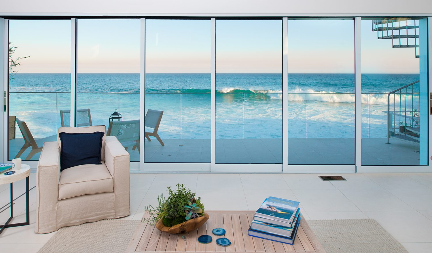 Room with a view malibu bluff beach house vs belvedere for Beach house view